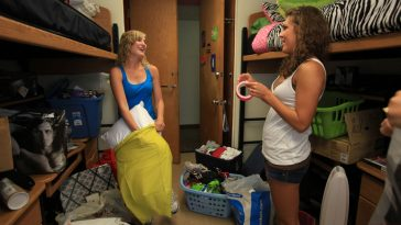 college-roommate-females