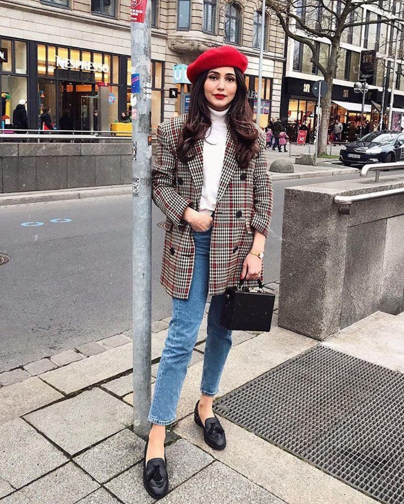How to Upgrade Your College Outfits with The Latest Trends plaid coat white turtleneck jeans black shoes red hat
