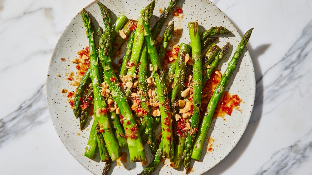 Top Artery-Clearing Foods To Include In Your Life asparagus