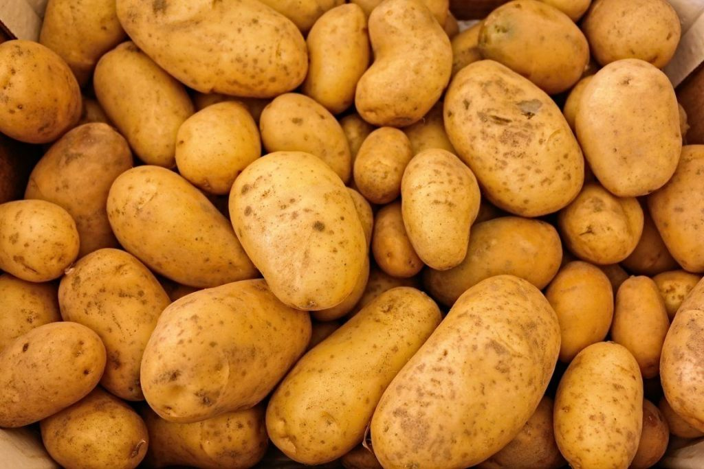 5 Foods You Should Never Store In The Fridge potatoes