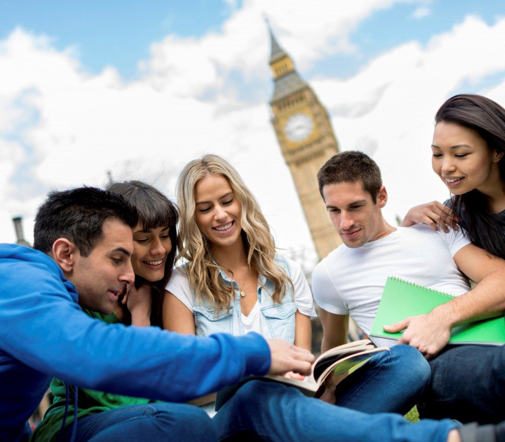 Best Ways To Earn Money While Studying Abroad